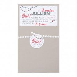 Faire-part de mariage moderne dans une jaquette gris perle agrémentée d'un élégant ruban avec étiquette